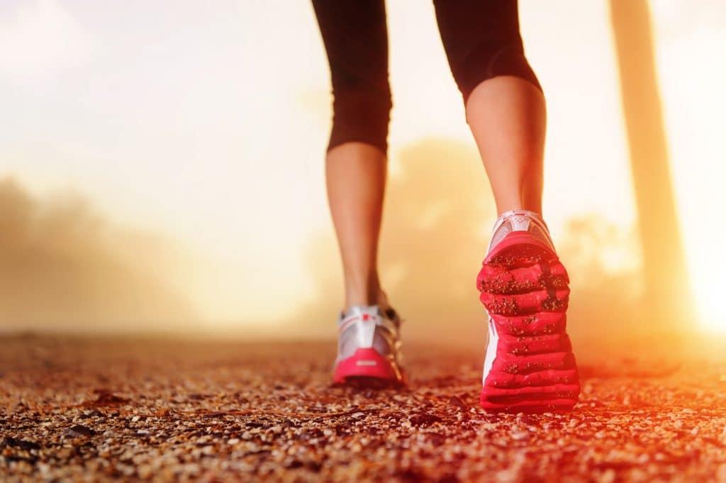 Kvinde klar til Speedwalk med Superfit Mor's intervaltræning